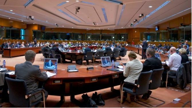 """유럽연합(EU)은 지난달 27일 벨기에 브뤼셀에서 열린 'EU 경쟁력위원회'에서 '삶을 바꾸는 개혁'의 하나로 """"2020년부터 유럽에서 발간되는 과학 논문 중 공적자금이 조금이라도 투입된 논문은 즉시 공개한다""""는 내용의 '호라이즌 2020' 계획에 합의했다. - EU 경쟁력위원회 제공"""